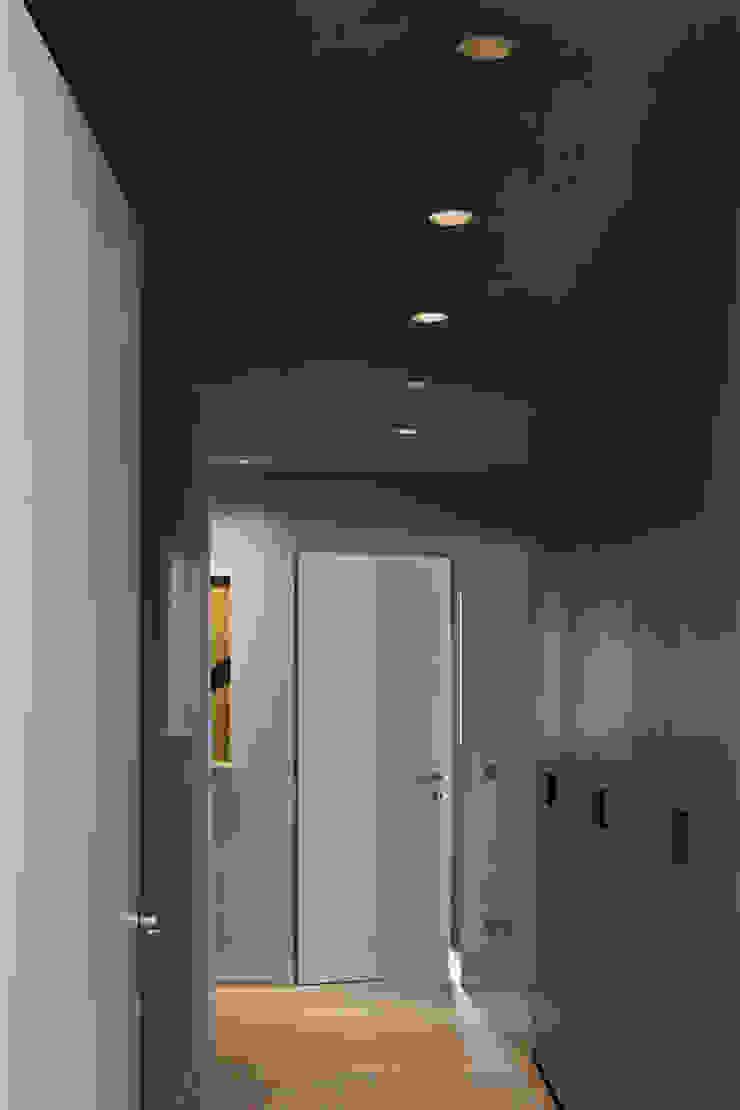 Apartment Citylife Milano Ingresso, Corridoio & Scale in stile moderno di PAOLO FRELLO & PARTNERS Moderno