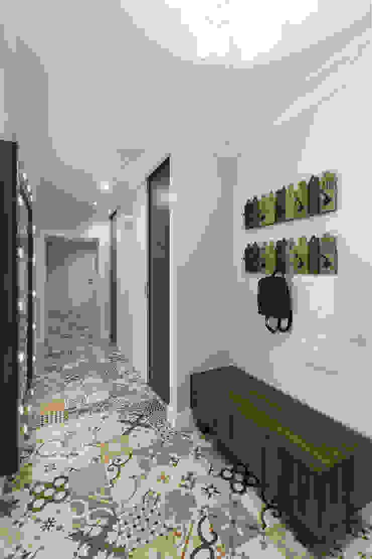 Scandinavian style corridor, hallway& stairs by Дизайн Студия 33 Scandinavian