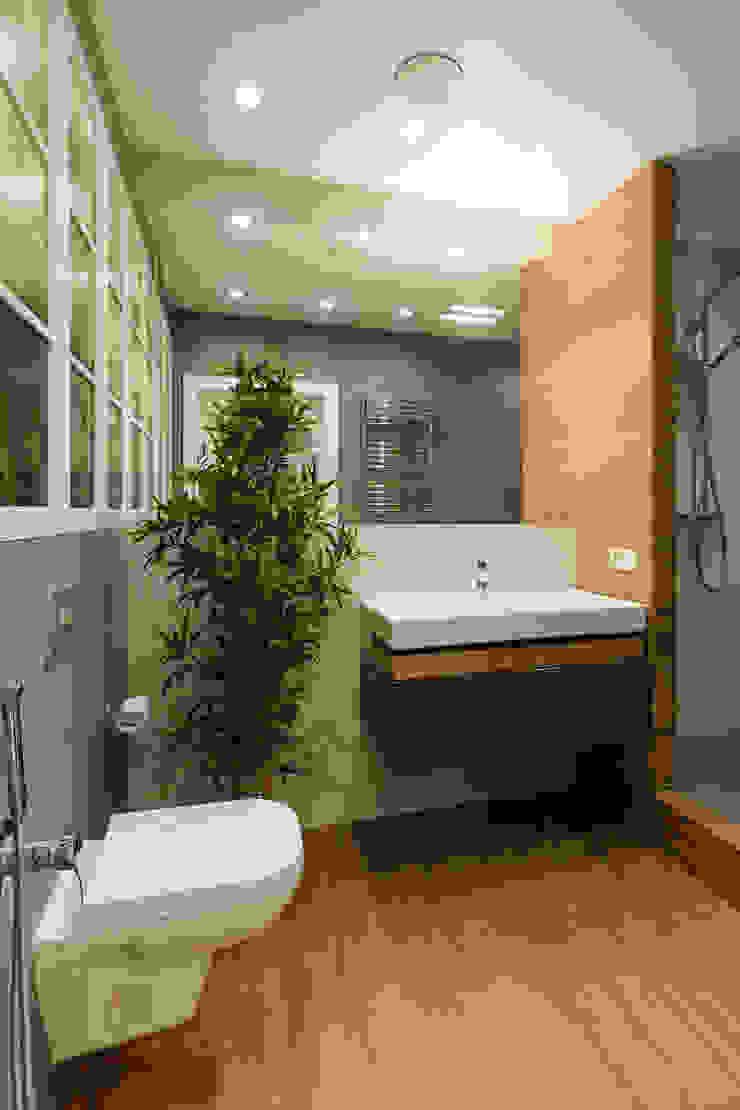Scandinavian style bathroom by Дизайн Студия 33 Scandinavian