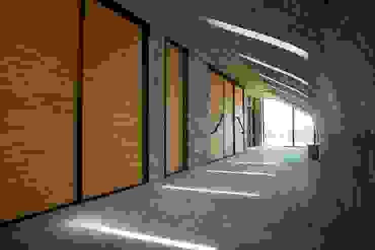 東隱之家 現代房屋設計點子、靈感 & 圖片 根據 行一建築 _ Yuan Architects 現代風