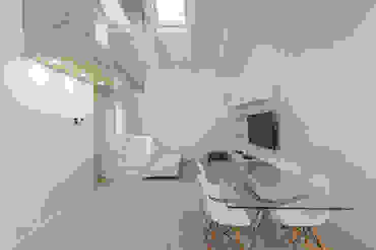 by Biondi Architetti Minimalist
