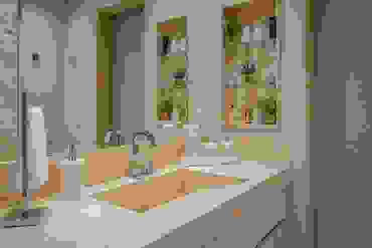 Apartamento T/E Carolina Fontes Arquitetura Banheiros modernos Bege
