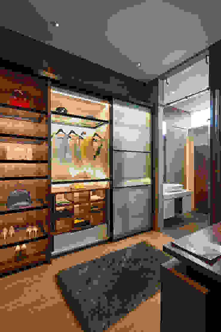 Walk in Closet Ruang Ganti Modern Oleh INERRE Interior Modern