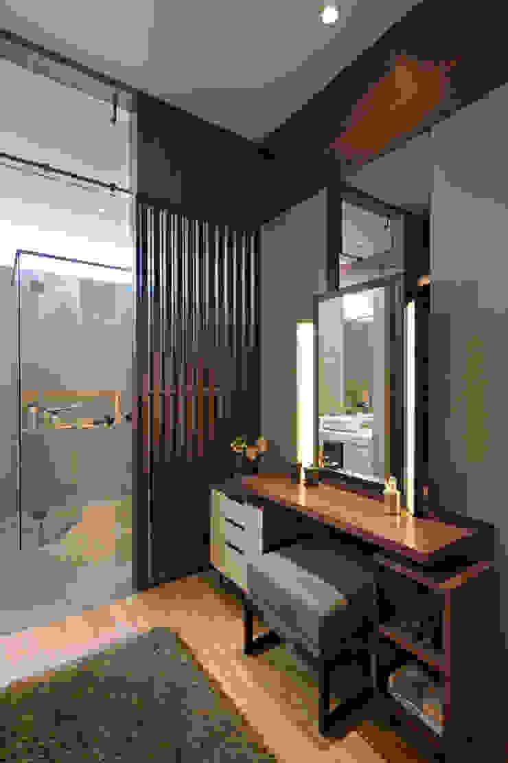 Dressing Table Ruang Ganti Modern Oleh INERRE Interior Modern