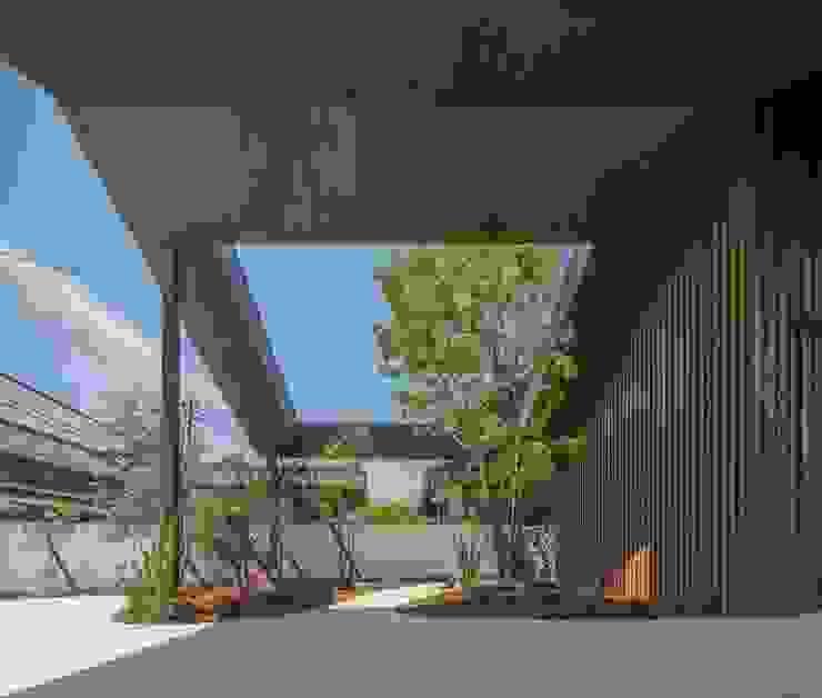 ガレージ 武藤圭太郎建築設計事務所 モダンデザインの ガレージ・物置 木 ブラウン