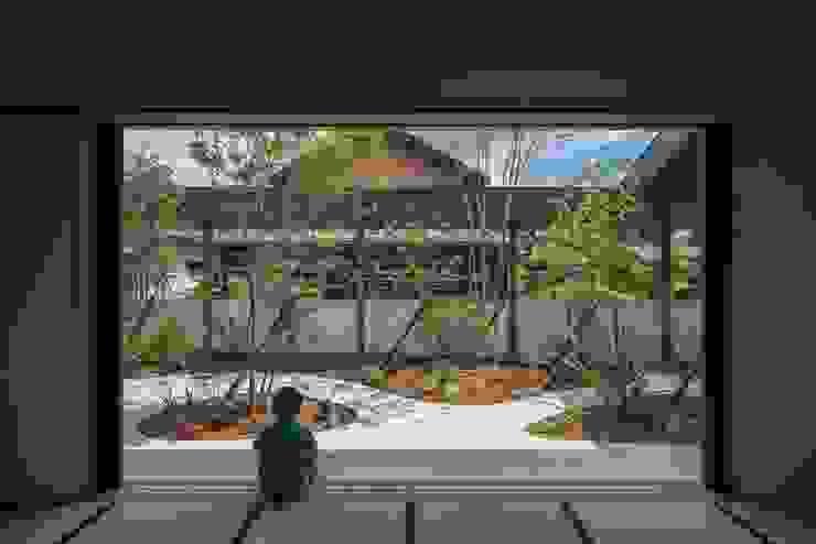 和室 庭 武藤圭太郎建築設計事務所 モダンデザインの 多目的室