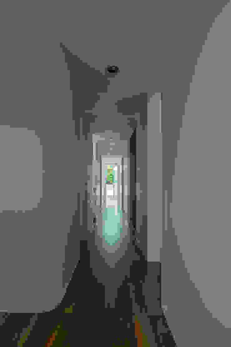 廊下 武藤圭太郎建築設計事務所 モダンスタイルの 玄関&廊下&階段