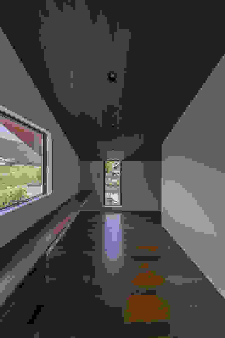 書斎 武藤圭太郎建築設計事務所 モダンデザインの 書斎