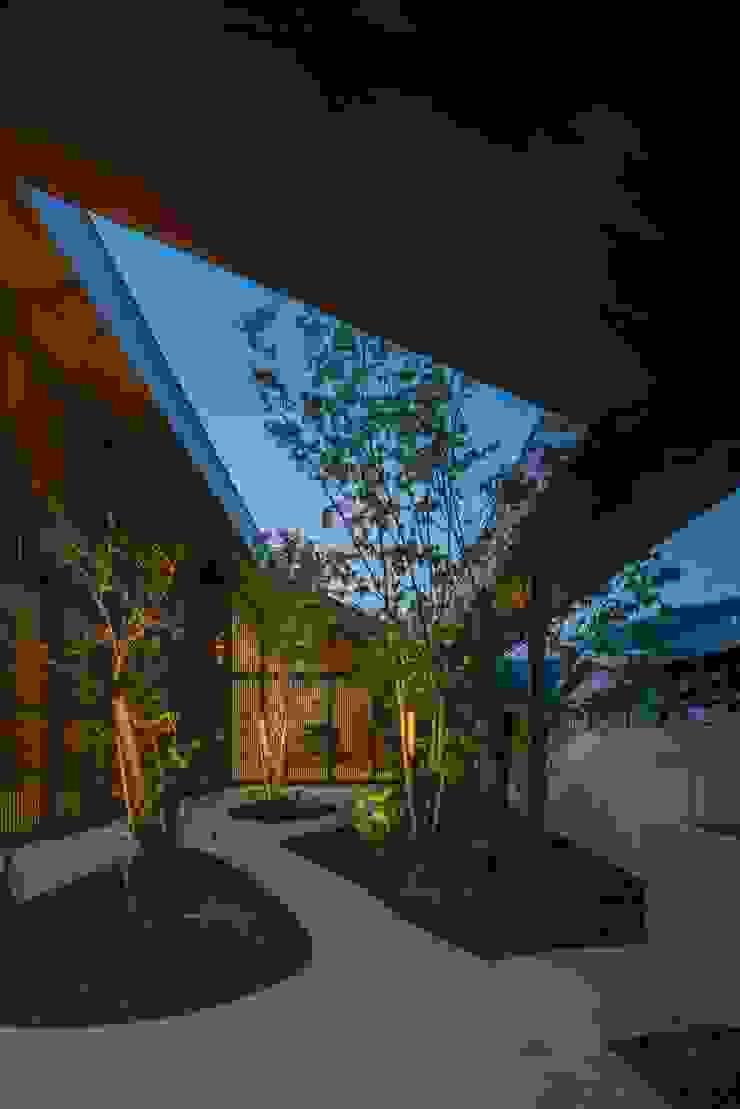 庭 夜景 武藤圭太郎建築設計事務所 モダンな庭