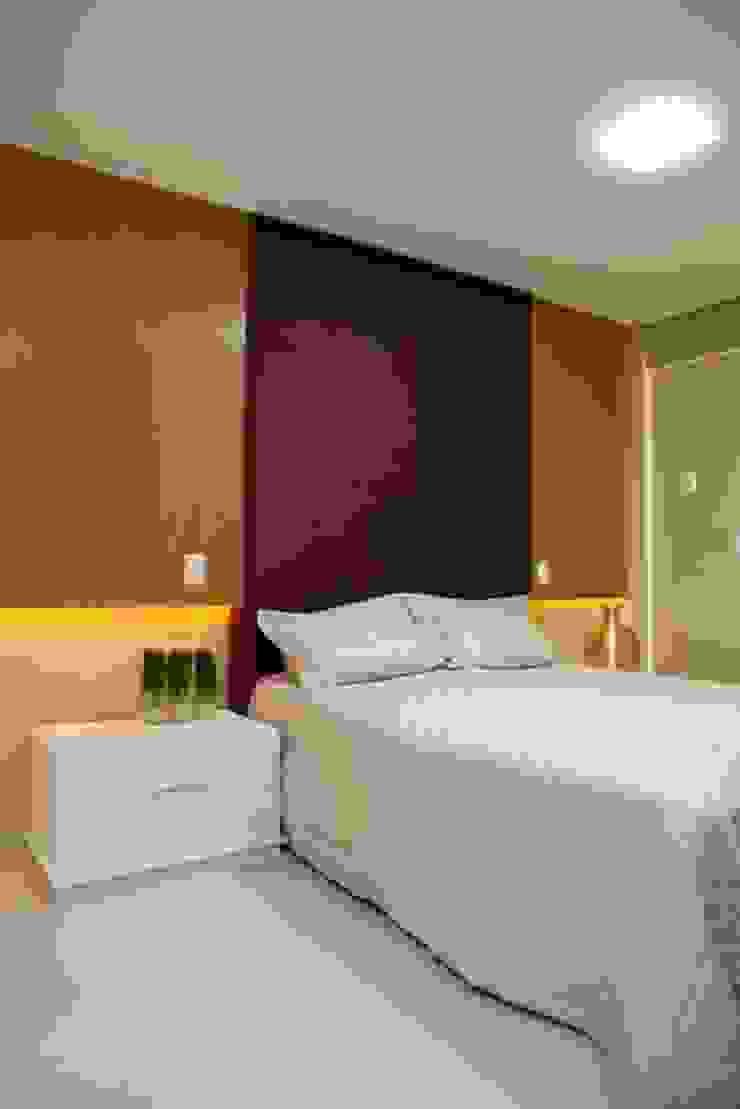 Eclectic style bedroom by Studio Bossa Decoração de Interiores Eclectic Engineered Wood Transparent
