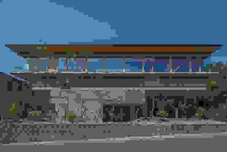 Дома в стиле модерн от 武藤圭太郎建築設計事務所 Модерн Бетон