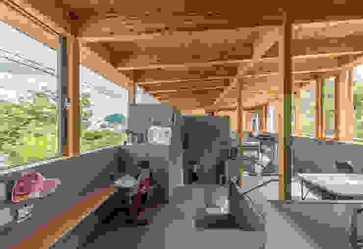 ダニングとワークスペース モダンデザインの ダイニング の 武藤圭太郎建築設計事務所 モダン 木 木目調