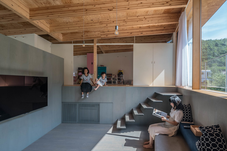 リビングと子供部屋 モダンデザインの リビング の 武藤圭太郎建築設計事務所 モダン 木 木目調