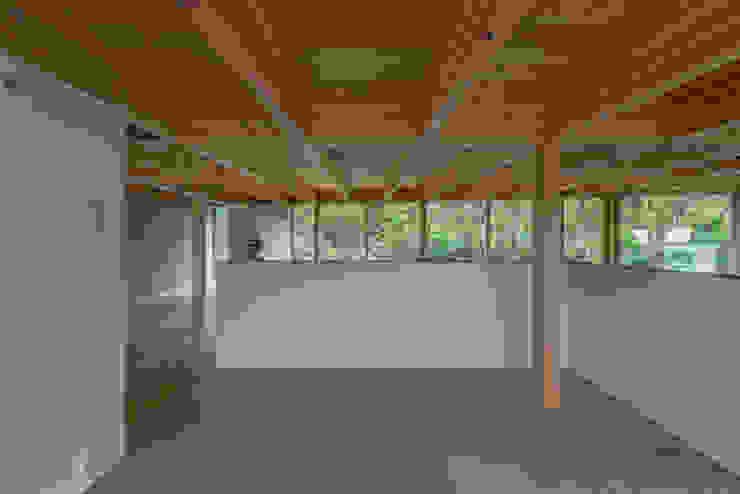 畳スペース モダンデザインの 多目的室 の 武藤圭太郎建築設計事務所 モダン