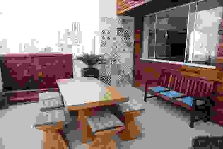 Balkon, Beranda & Teras Gaya Rustic Oleh Studio Bossa Decoração de Interiores Rustic Parket Multicolored