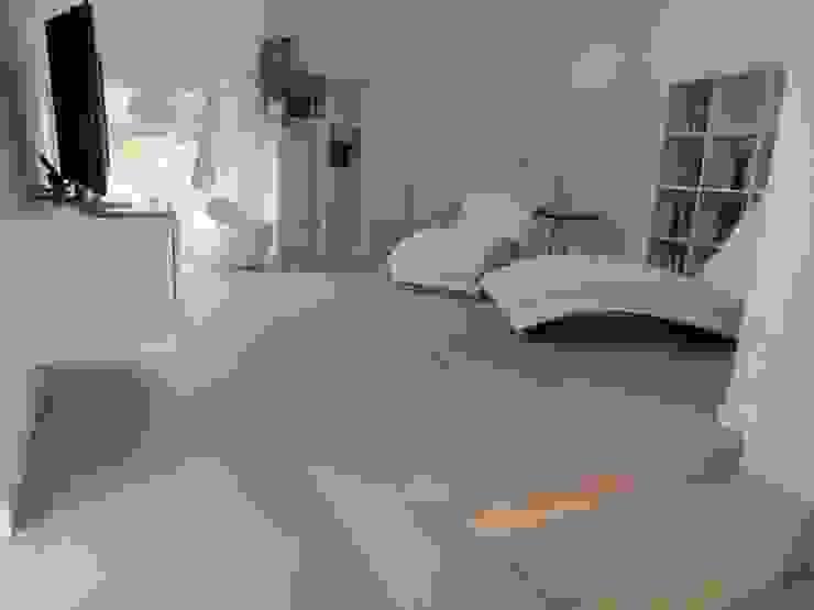 Woonkamer eiken parket Moderne woonkamers van Fremozia Modern
