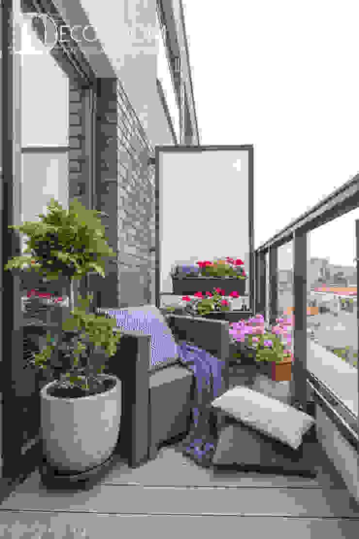 Balcones y terrazas de estilo moderno de Decoroom Moderno