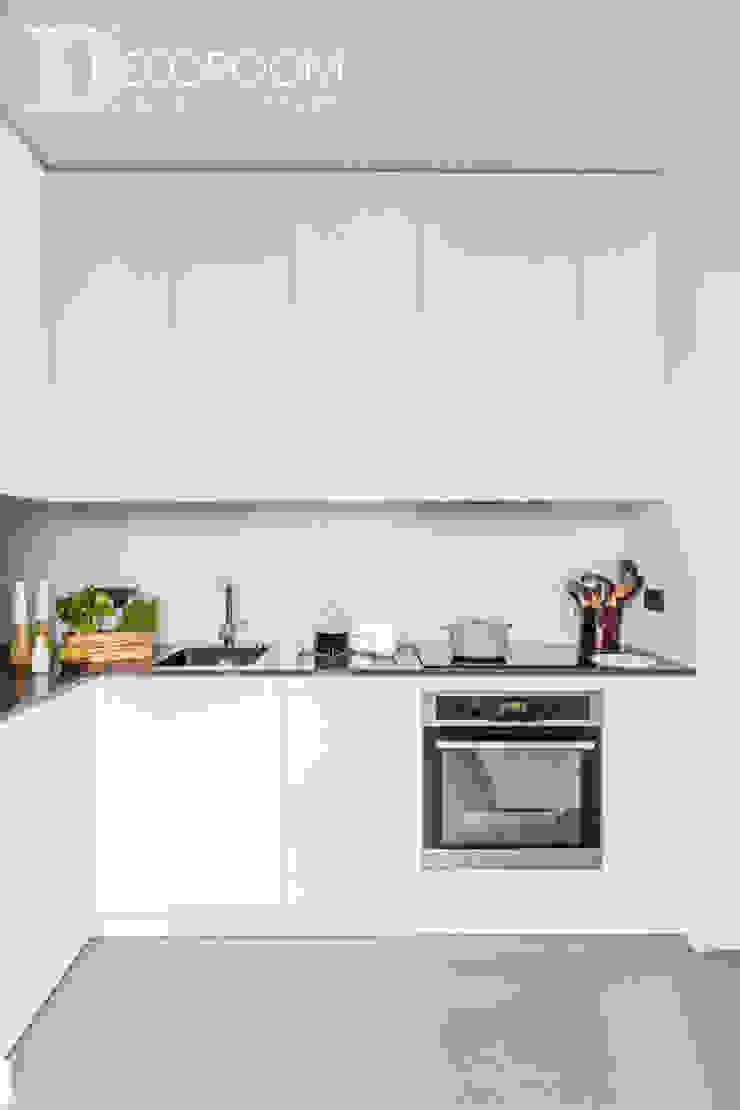 Cocinas de estilo moderno de Decoroom Moderno