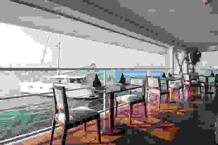 Vista desde el restaurante / Restaurant view de Lores STUDIO. arquitectos Moderno Hierro/Acero