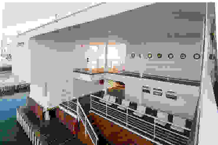 Vista del embarcadero / Pier's view de Lores STUDIO. arquitectos Moderno Hierro/Acero
