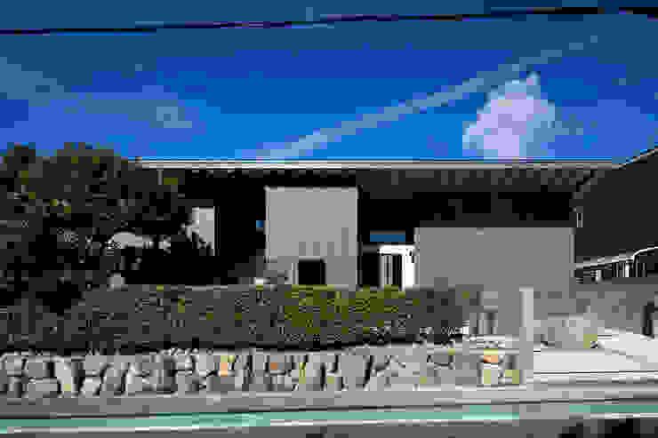 Maisons modernes par 井上久実設計室 Moderne