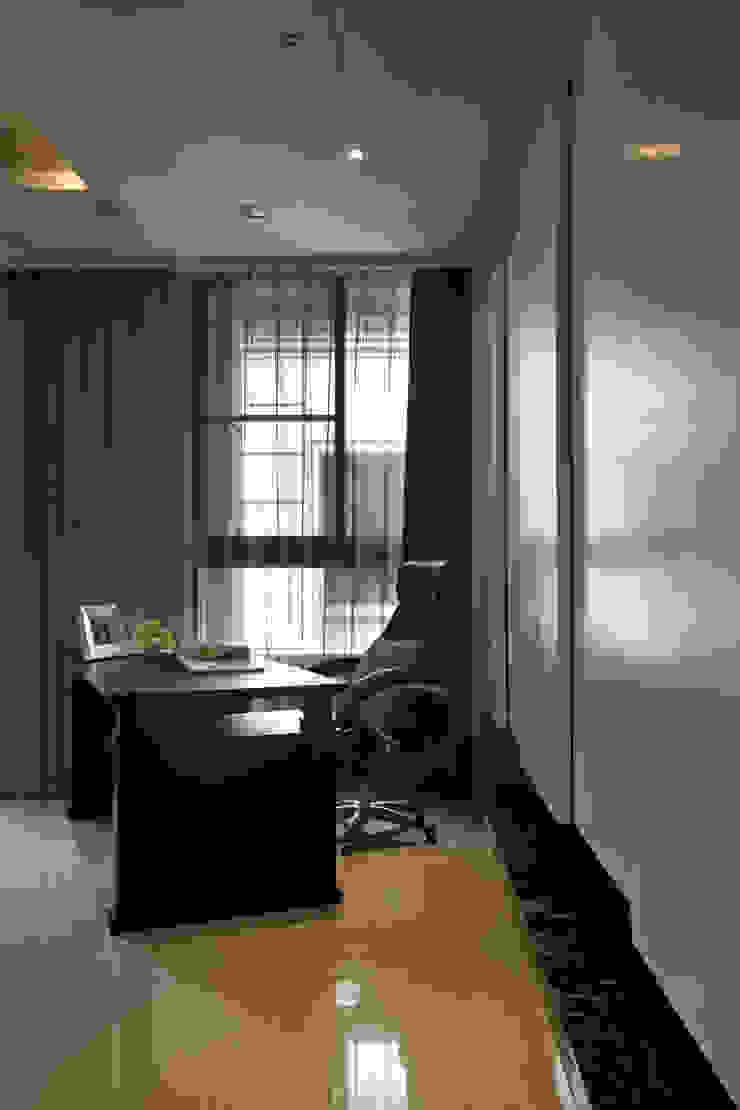 日興御園_朱公館 現代浴室設計點子、靈感&圖片 根據 澤序空間設計有限公司 現代風