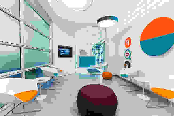 sala da aspetto Cliniche moderne di ADIdesign* studio Moderno