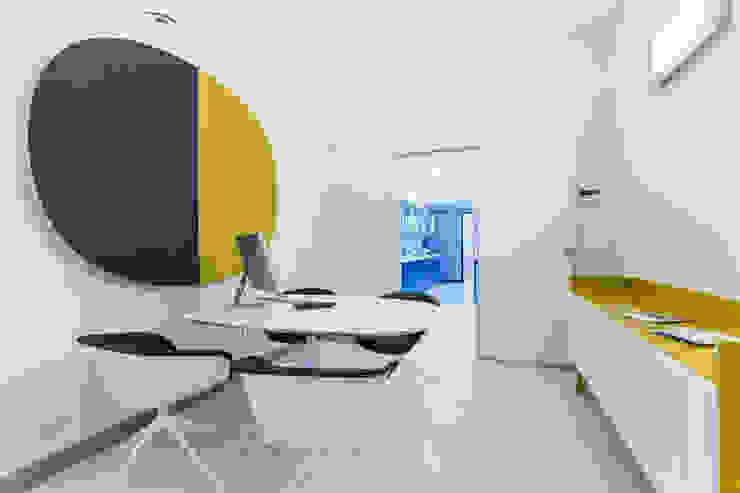 sala riunione Complesso d'uffici moderni di ADIdesign* studio Moderno