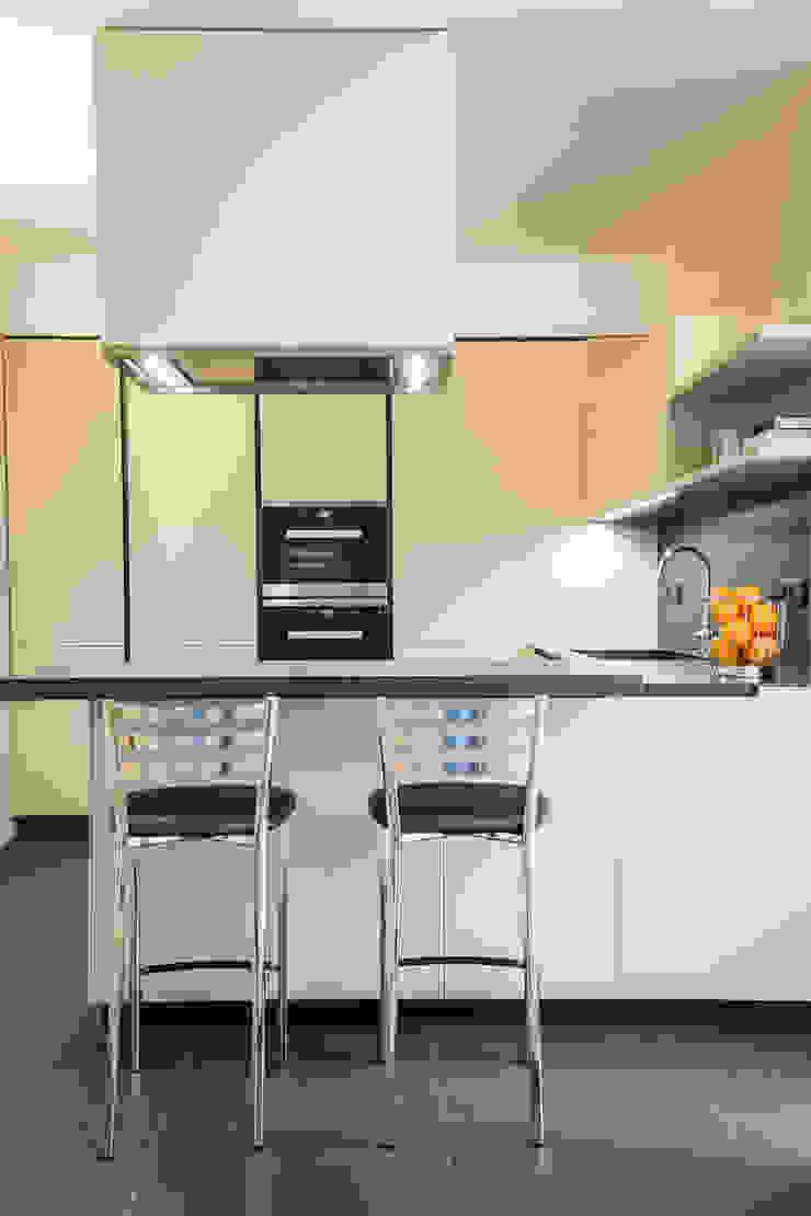 cucina minimal Cucina minimalista di ADIdesign* studio Minimalista