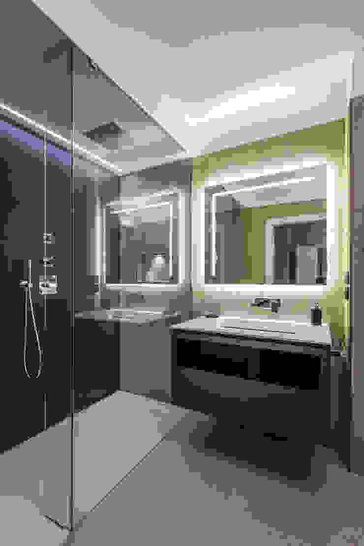 bagno conporaneo Bagno minimalista di ADIdesign* studio Minimalista