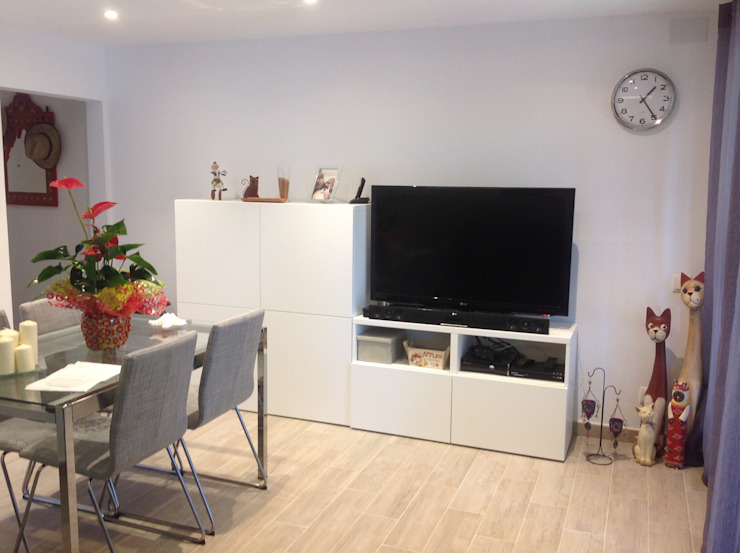 femcuines Modern Living Room
