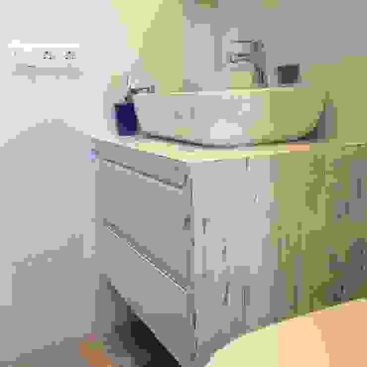 femcuines Modern Bathroom