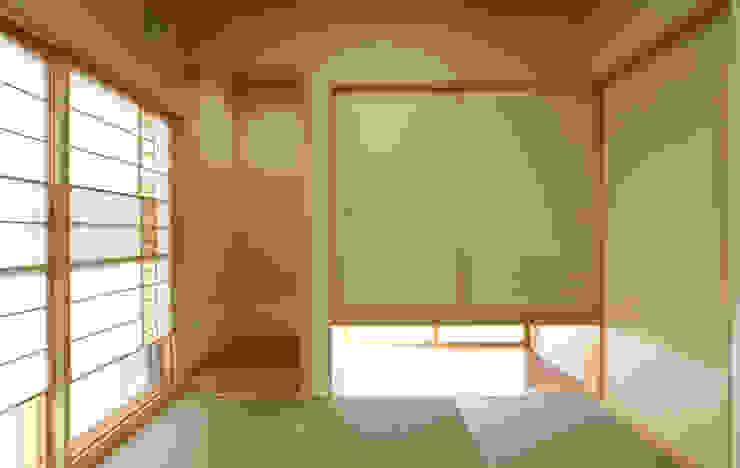 Salas de entretenimiento de estilo  por 吉田設計+アトリエアジュール, Moderno