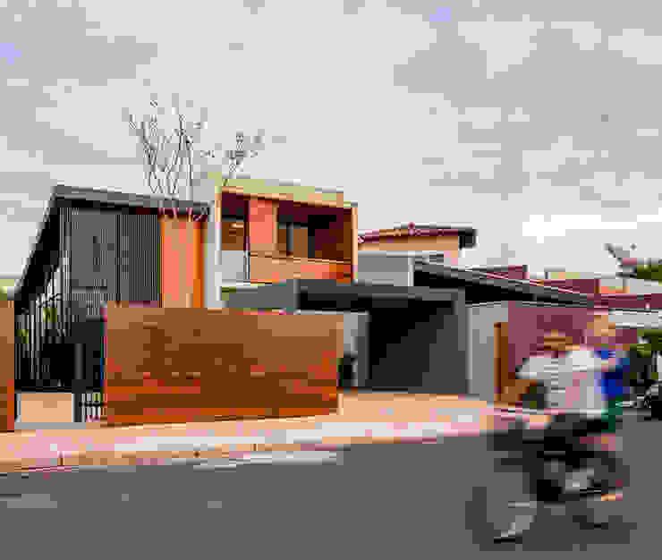Granada House by Estúdio HAA! 모던