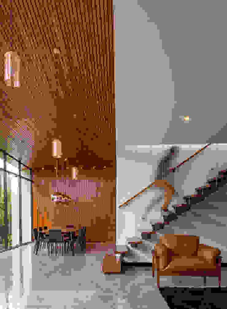 Casa Granada Estúdio HAA! Corredores, halls e escadas minimalistas