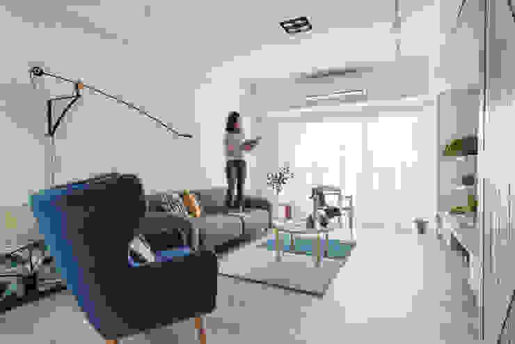 Living room by 寓子設計, Scandinavian