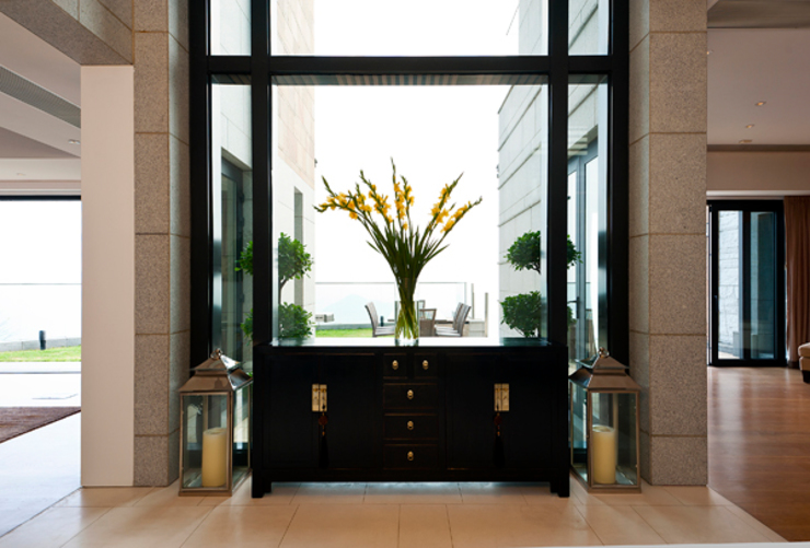 Entrance: modern  by Nicole Cromwell Interior Design, Modern Wood Wood effect