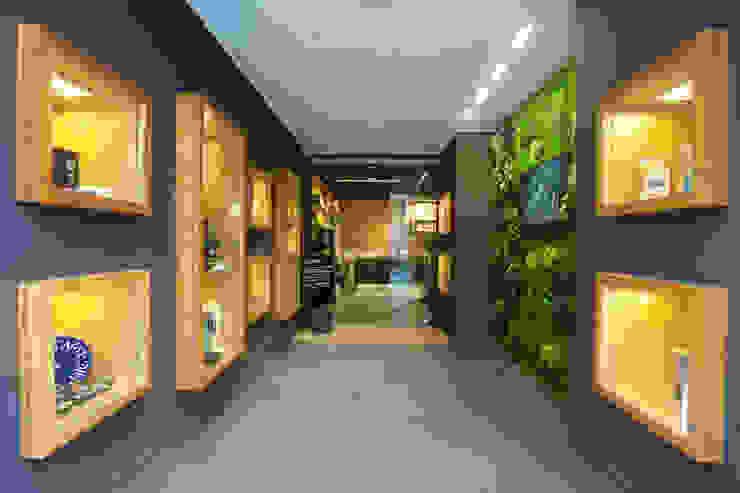 Jungle Moss - green wall art - preserved plants from Moss Trend by Moss Trend Modern Wood Wood effect