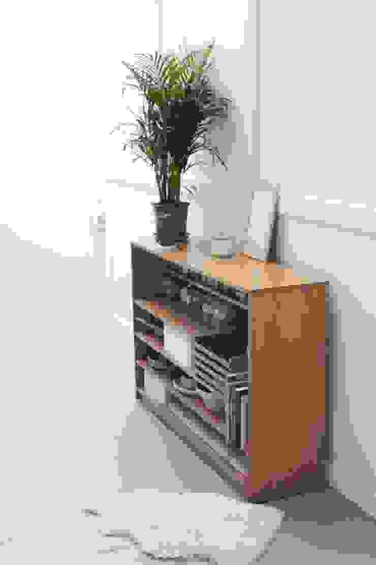 Een stoere betonlook vloer combineert mooi met oude meubelen van Pure & Original