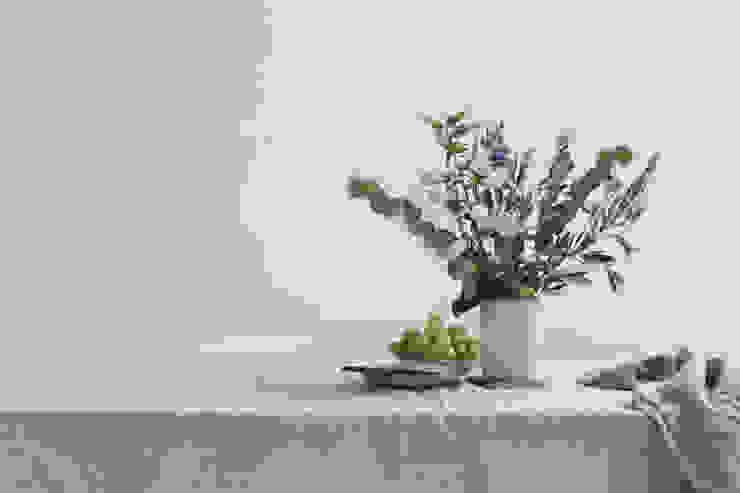 Wit is een fijne basis kleur welke met oneindig veel kleuren te combineren is van Pure & Original