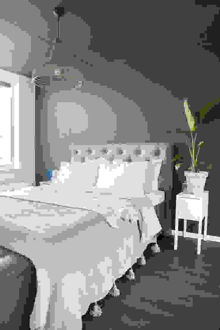 Scandinavian style bedroom by Pure & Original Scandinavian