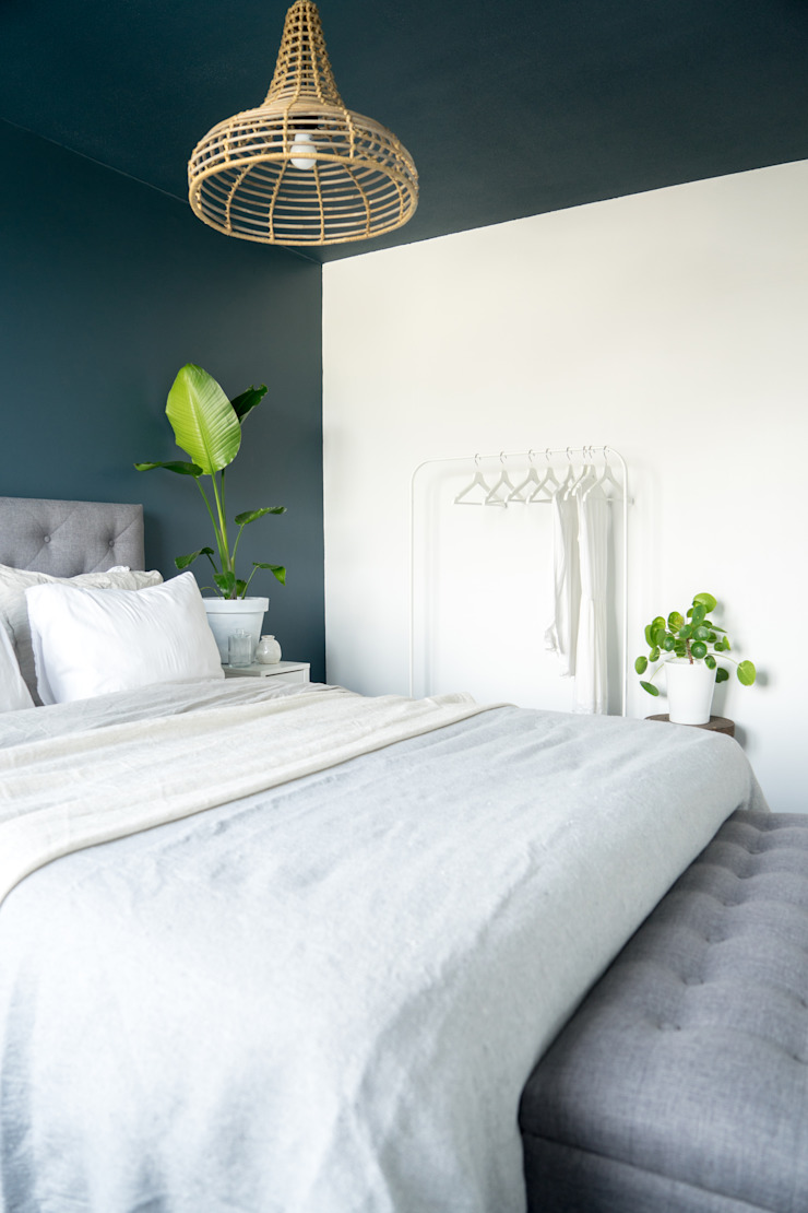 Licetto in de kleur Steel Blue en Silk White Scandinavische slaapkamers van Pure & Original Scandinavisch