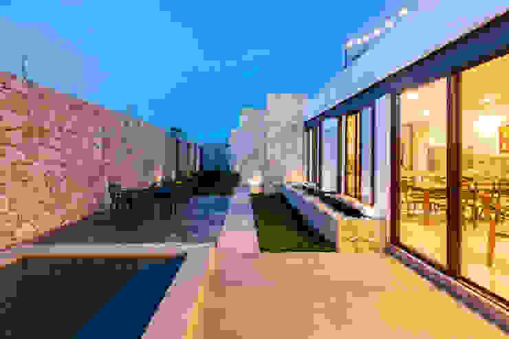 Riad Lluvia Balcones y terrazas mediterráneos de Cetina y Ancona Arquitectos Mediterráneo