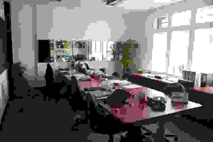 Diseño interior y remodelación oficinas de ventas Buenvivir Estudios y despachos de estilo moderno de Kraus Castro Interior design Moderno