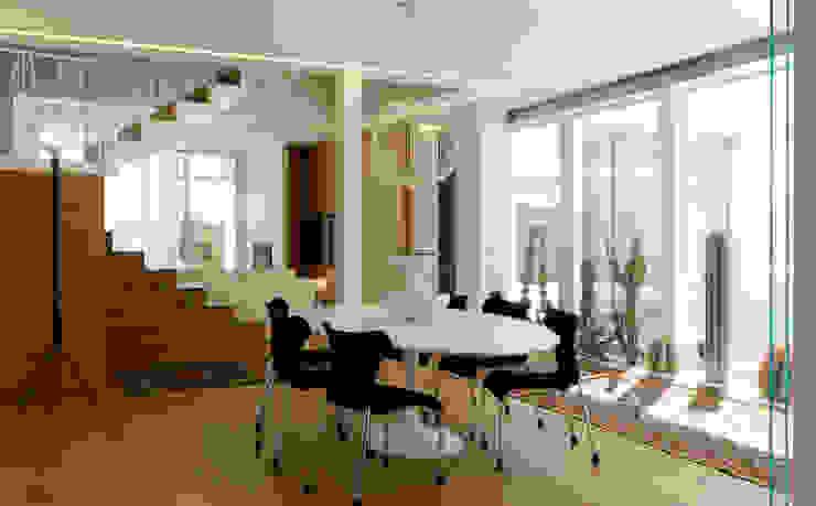 Ruang Makan Modern Oleh Studio di Architettura e Ingegneria Santi Modern
