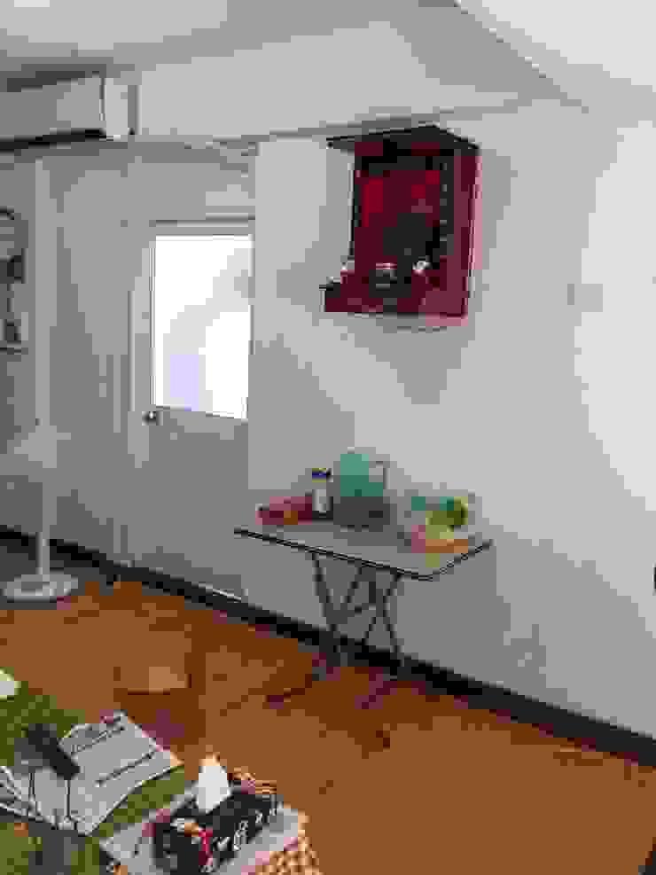 台北 老屋翻修 现代客厅設計點子、靈感 & 圖片 根據 耘州室內裝修有限公司 現代風