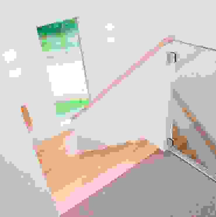 Trappenhuis Moderne gangen, hallen & trappenhuizen van Archstudio Architecten | Villa's en interieur Modern Hout Hout