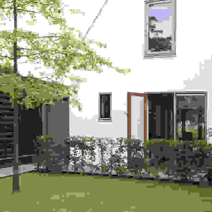 Modern houses by Archstudio Architecten   Villa's en interieur Modern