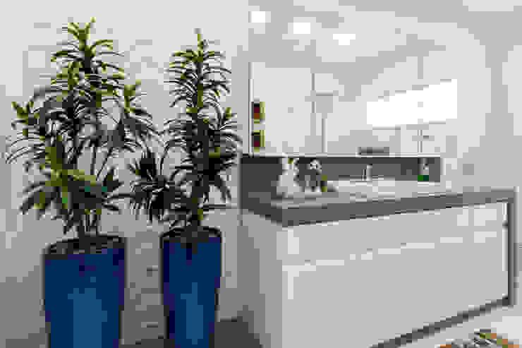 Escritorio de Arquitetura Karina Garcia Modern bathroom