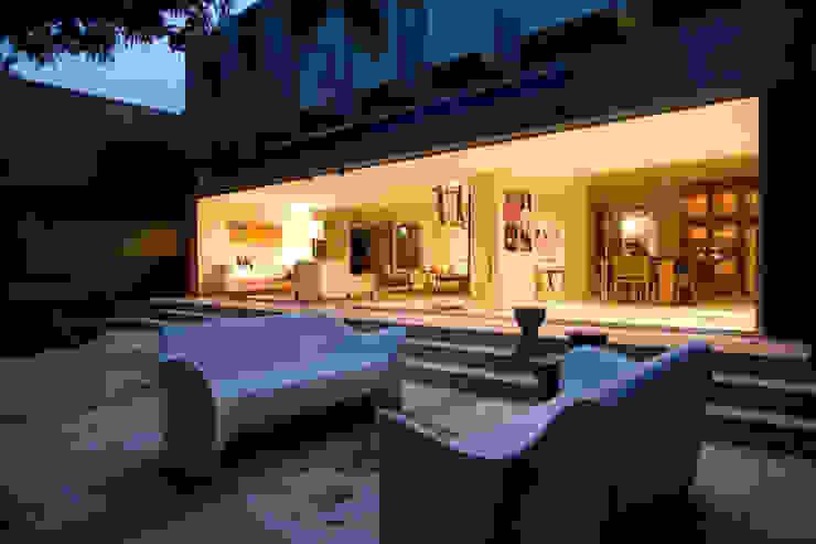 Minimalist balcony, veranda & terrace by Complementos C.A. Minimalist